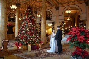christmas-wedding-in-washington-dc-willard-hotel-Jessica-Schmitt-Photography-550x364